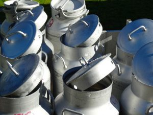 milk-cans-493706_1280